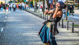 Violinista guatemalteco cautiva al interpretar Luna de Xelajú en Europa