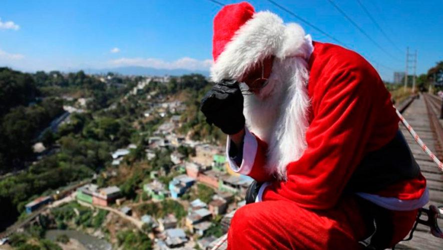 El bombero que se disfraza de Santa Claus pide ayuda para recolectar juguetes