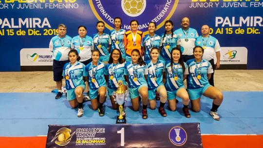Guatemaltecas ganaron oro y plata en el IHF Trophy Sur y Centroamericano U-17 y U-19 2019