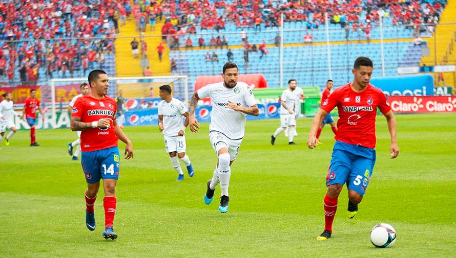 Partido de ida Comunicaciones vs. Municipal, semifinales del Torneo Apertura