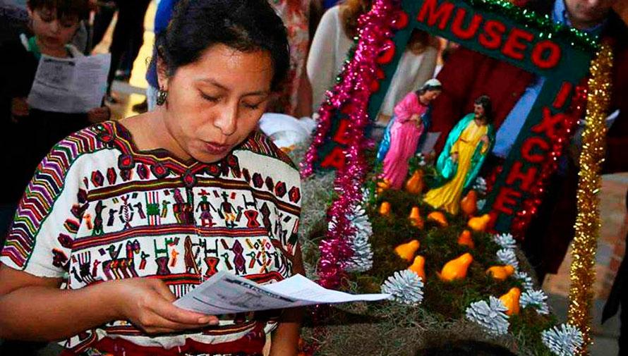 Tradicional posada navideña en un museo de Guatemala