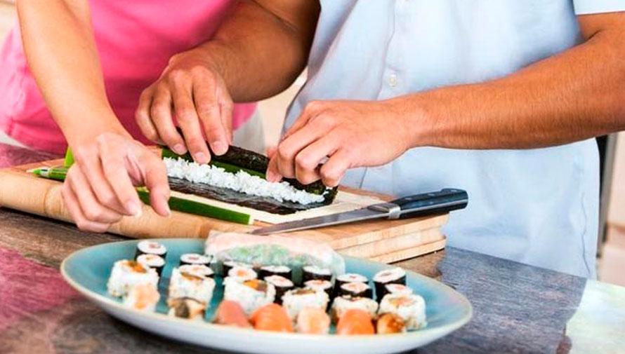 Clase de sushi en parejas para celebrar el Día del Cariño
