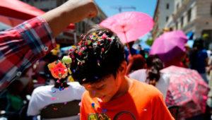 Celebración de carnaval en Guatemala con cascarones, antifaces y ópera   Febrero 2020