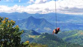 Columpios gigantes cerca de la Ciudad de Guatemala