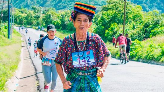 Doña Nicolasa Cuxún fue invitada a correr en la Maratón de Los Ángeles 2020