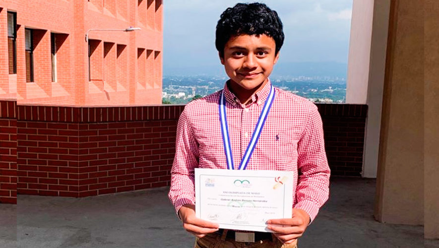 Guatemalteco ganó medalla de oro en Olimpiada de Matemática en Argentina