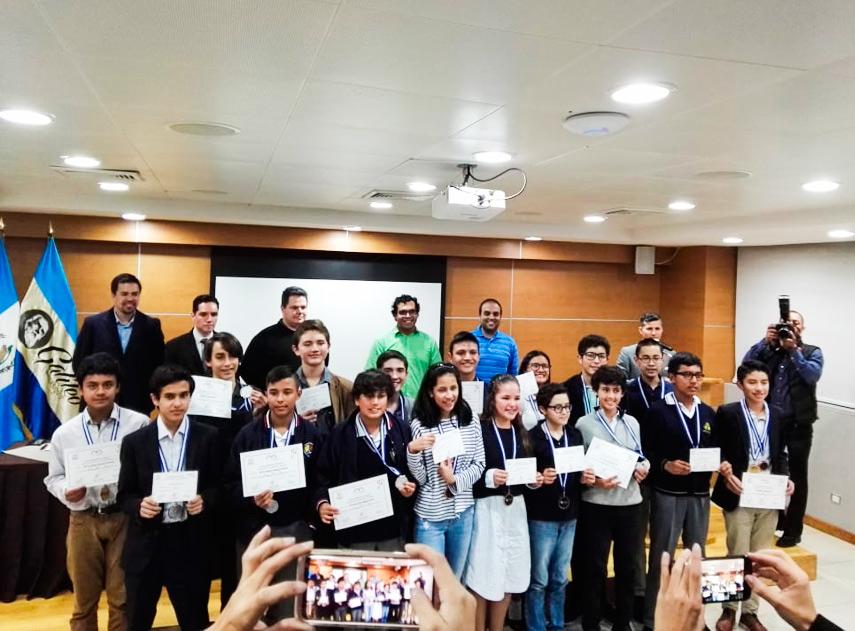 Guatemaltecos participaron en olimpiada de matemática