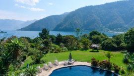 piscinas rodeadas de bosque en Guatemala