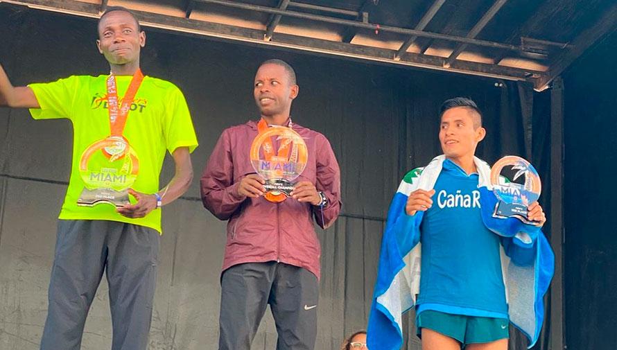 Mario Pacay obtuvo el tercer lugar en la Media Maratón de Miami 2020