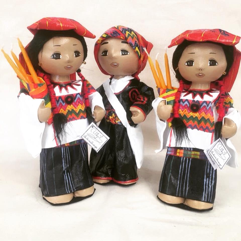 Muñecas guatemaltecas hechas con materiales reciclados destacaron en programa