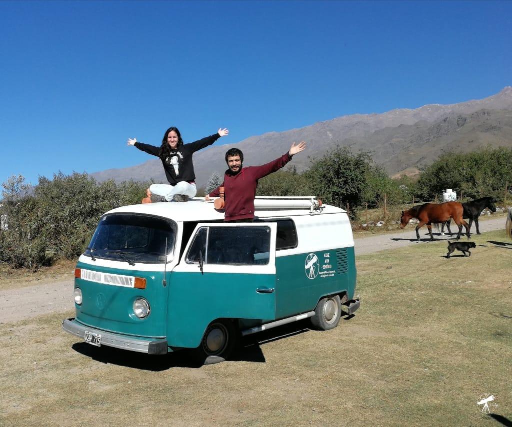 Pareja de científicos visitarán Guatemala en una combi Volkswagen