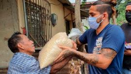 COVID-19: Carlos Estrada entregó víveres a personas de escasos recursos en San Marcos