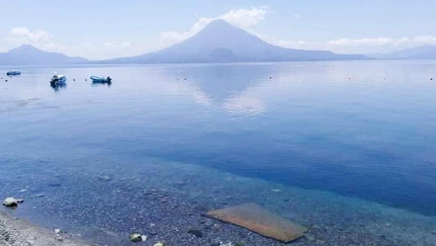 El Lago de Atitlán luce más limpio y claro durante la emergencia por el COVID-19