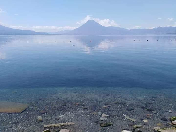 Lago de Atitlán agua cristalina por Coronavirus