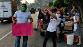 COVID-19 Familias de Suchitepéquez regalaron paches a traileros en la carretera