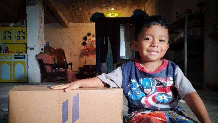 Entregan kits de alimentos a familias necesitadas durante el COVID-19 en Guatemala
