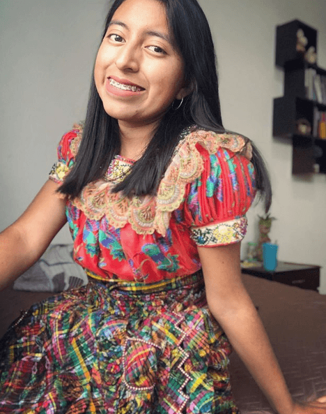 Guatemalteca enseña idioma k'iche' en Tik Tok