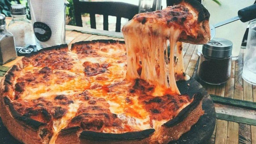 Antigua Boreal, el restaurante con pizzas bañadas en una libra y media de queso fundido