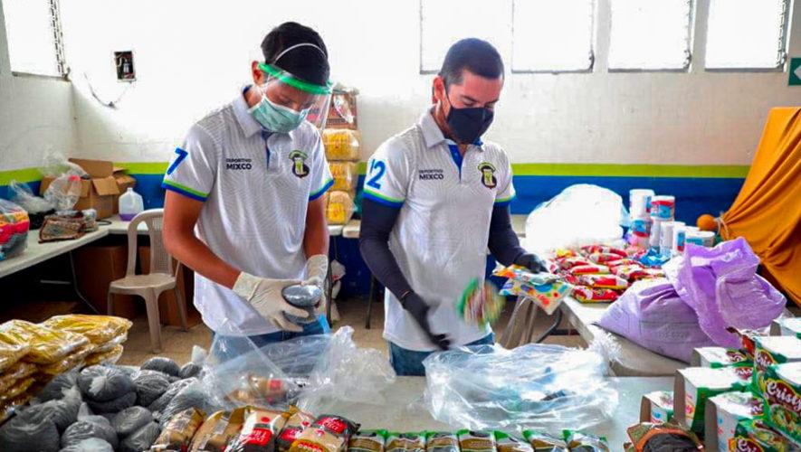 COVID-19: Jugadores del Deportivo Mixco donan víveres a las personas de escasos recursos