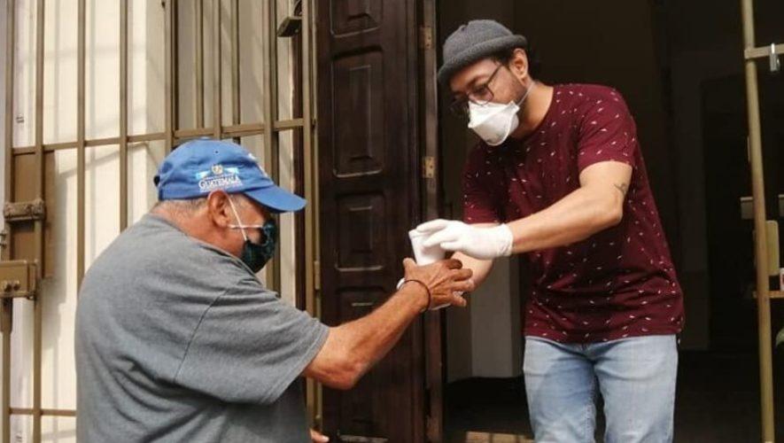 Centro de Voluntariado Guatemalteco entrega almuerzos gratis en Zona 1