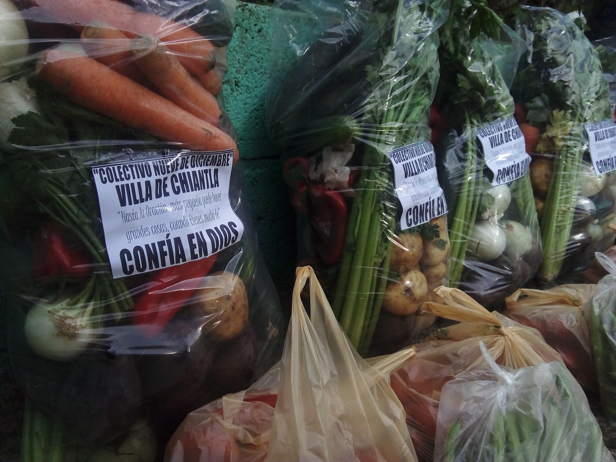 Colectivo Nueve de Diciembre regaló verduras a familias guatemaltecas que están en cuarentena Huehuetenango