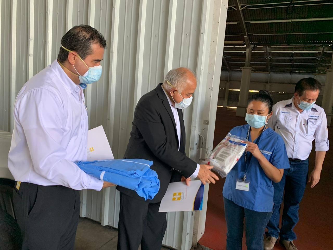 Donan equipo a médicos que atienden a pacientes con COVID-1