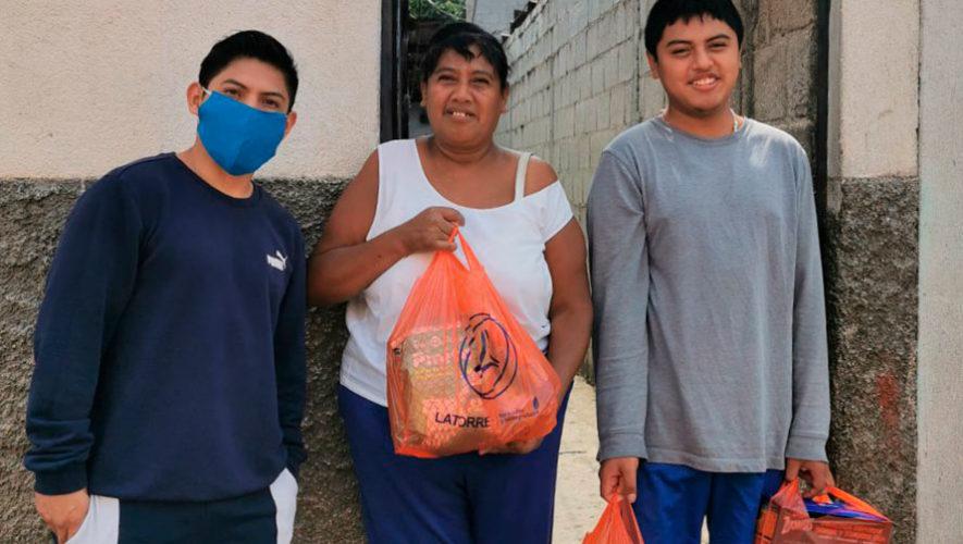 Jorge Vega ayudó a familias de Jocotenango e invitó a los guatemaltecos a unirse a la causa