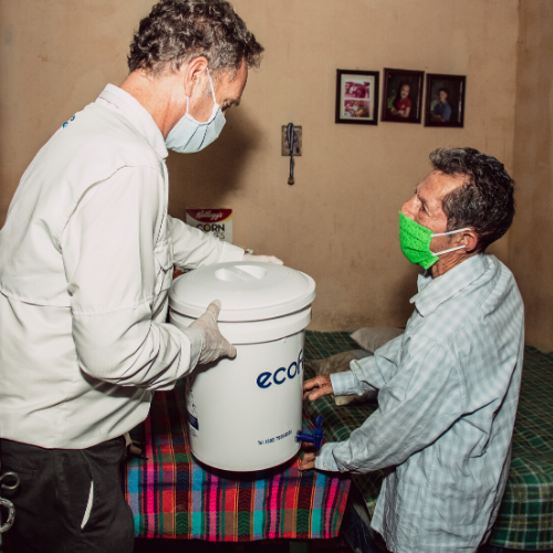 Regalan ecofiltros a guatemaltecos