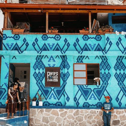 Santa Catarina Palopó coincide con el Classic Blue