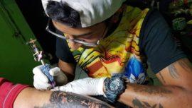 Veneno Tattoos hará tatuajes a bajo costo para recolectar víveres en Cobán