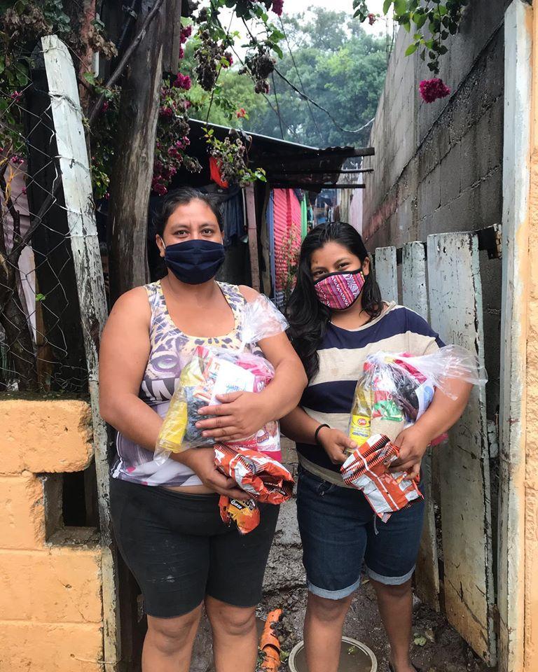 Asociación GuateCare dona bolsas de víveres a familias de escasos recursos durante el COVID-19 2020
