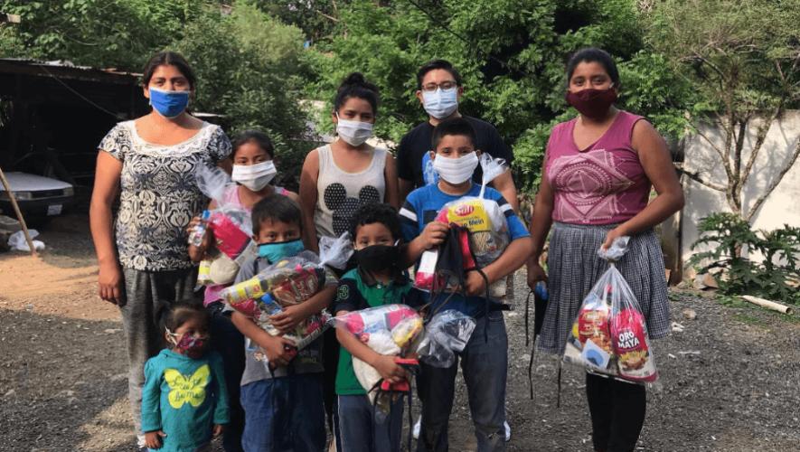 Asociación GuateCare dona bolsas de víveres a familias de escasos recursos durante el COVID-19