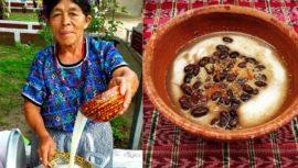 El atol blanco que se prepara de manera artesanal en Guatemala