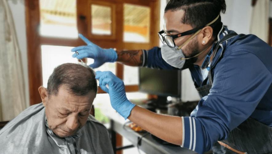 Mario Chicas ofrece servicio de barbería a domicilio ante la emergencia del Coronavirus