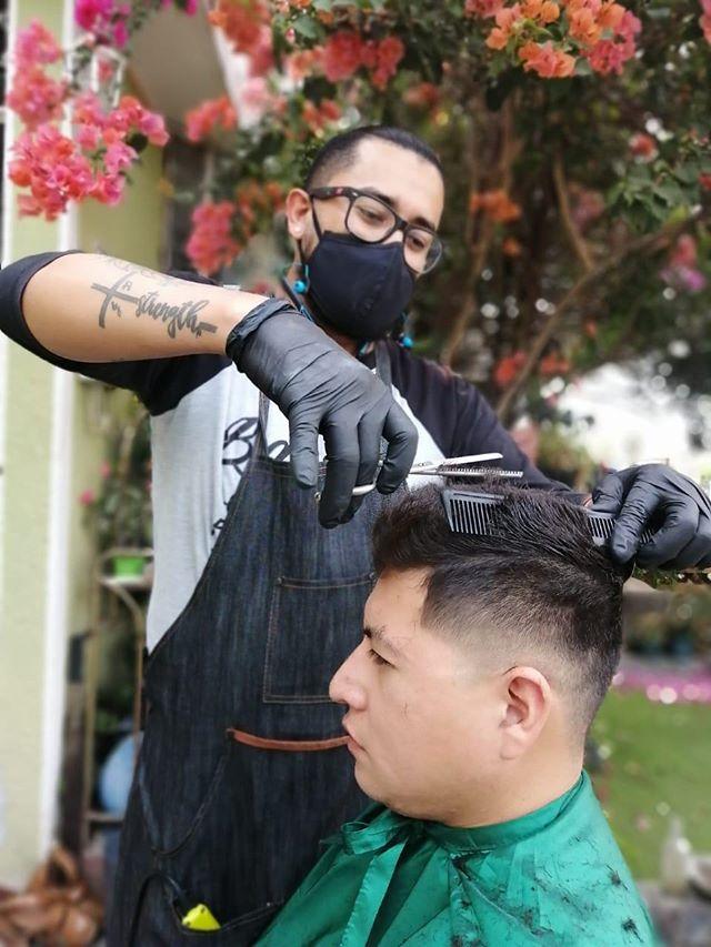Mario Chicas ofrece servicio de barbería a domicilio ante la emergencia del Coronavirus Guatemala