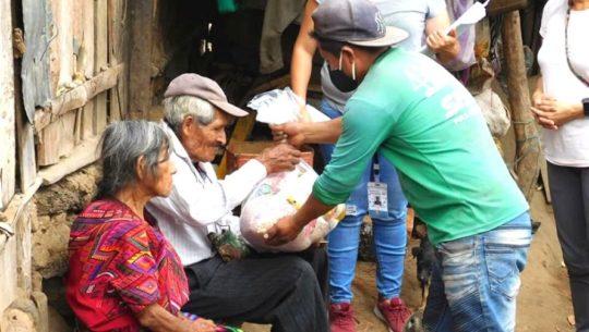 Niños del Lago entregó bolsas de alimentos a familias de Sololá