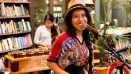 Sara Curruchich firmó con sello discográfico en España para lanzar su disco Somos en Europa
