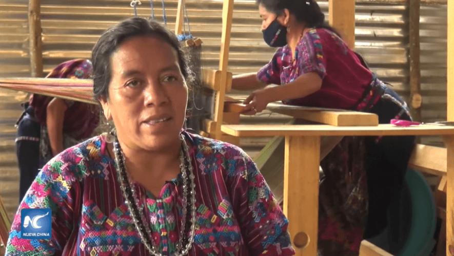 Tejedoras de Sacatepéquez destacan en China Xinhua Español por elaborar mascarillas 2020