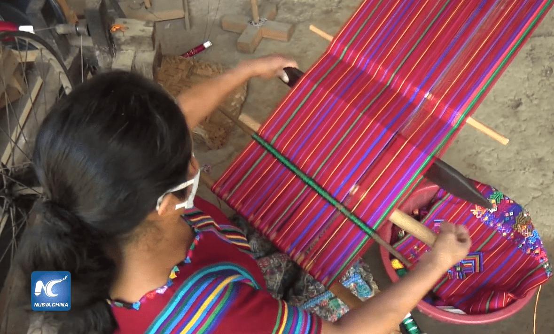 Tejedoras de Sacatepéquez destacan en China Xinhua Español por elaborar mascarillas