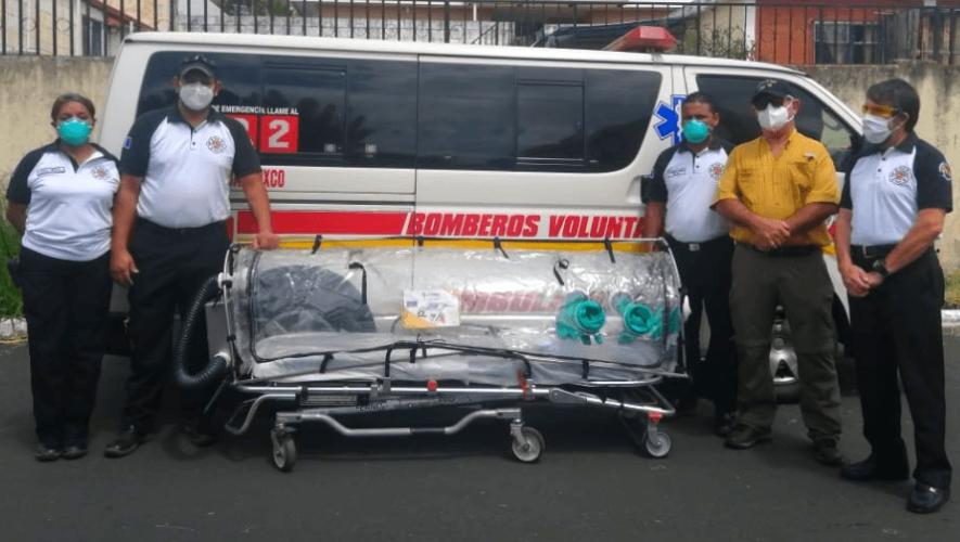Bomberos Voluntarios recibieron cápsula especial para trasladar a pacientes con COVID-19