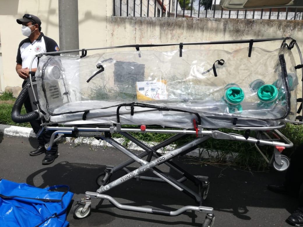 Bomberos Voluntarios recibieron cápsula especial para trasladar a pacientes con Coronavirus