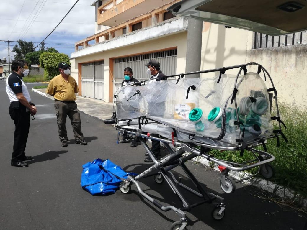 Bomberos Voluntarios recibieron cápsula especial para trasladar a pacientes