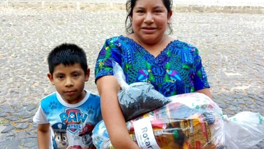Club Rotario La Antigua Guatemala brinda donaciones de alimentos a familias necesitadas