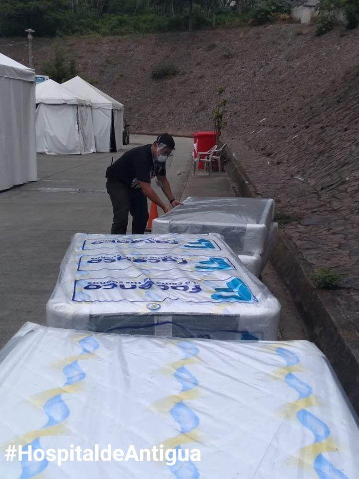 Guatemalteco donó camas para pacientes de hospital en Antigua Guatemala