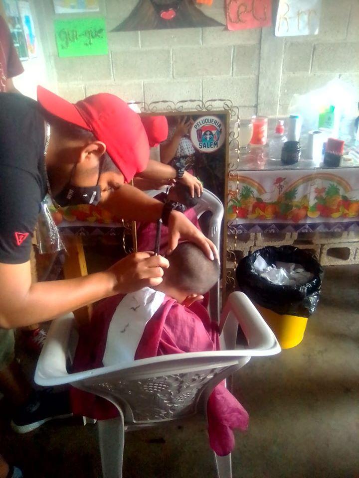 Guatemaltecos cortaron el cabello gratis