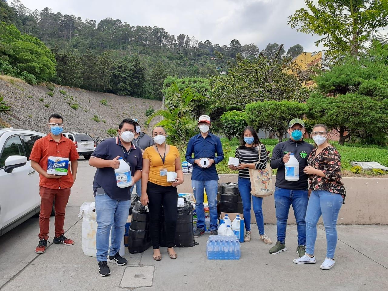 Guatemaltecos hacen donación a hospital de Antigua Guatemala