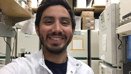 Jeffrey Reina investiga tratamiento contra el cáncer en Estados Unidos