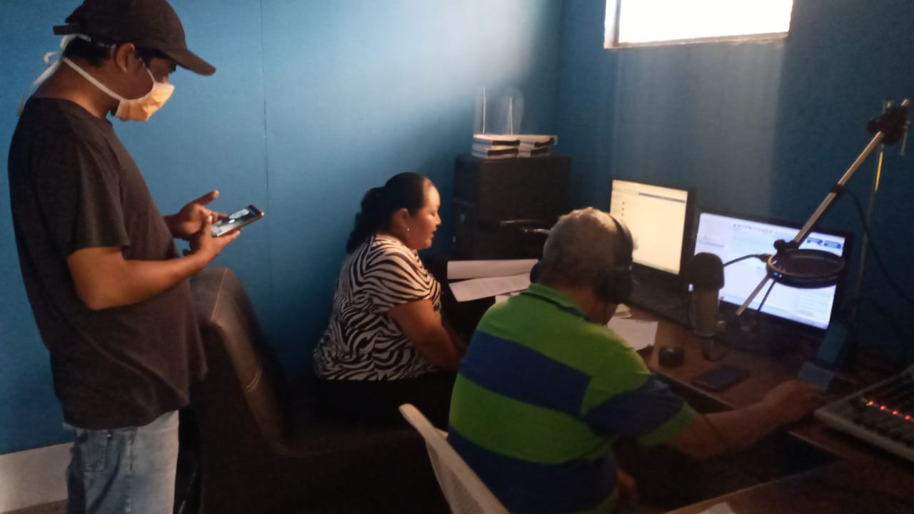 Maestros guatemaltecos crearon programa radial educativo en Huehuetenango 2020