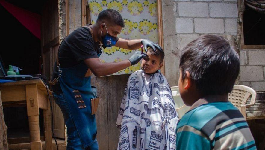 Manos a la Obra y Peluquería Emmanuel cortaron cabello gratis