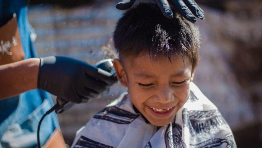 Manos a la Obra y Peluquería Emmanuel cortaron cabello gratis en Tecpán